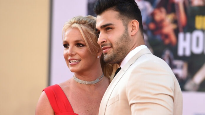 Britney Spears gets engaged with a ring inscribed with the word